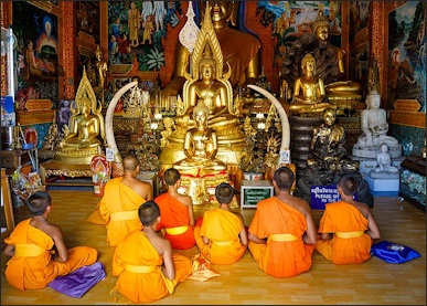 MAHAYANA BUDDHISM VERSUS THERAVADA BUDDHISM | Facts and Details
