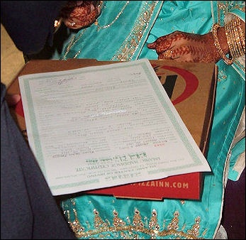 MUSLIM MARRIAGE, POLYGAMY AND DIVORCE   Facts and Details
