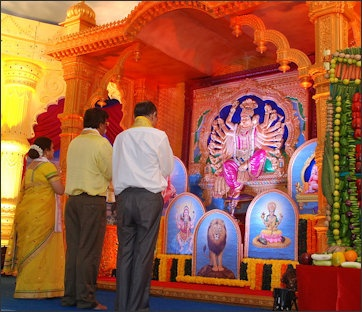 HINDU WORSHIP: PUJA, DARSHAN, ALTARS, SYMBOLS AND PERSONAL