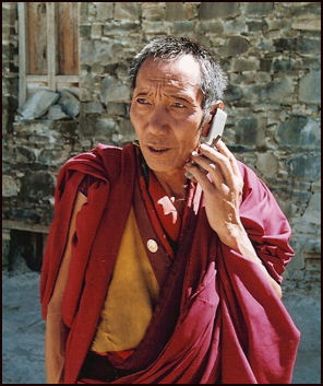TIBETAN MONKS AND LAMAS | Facts and Details