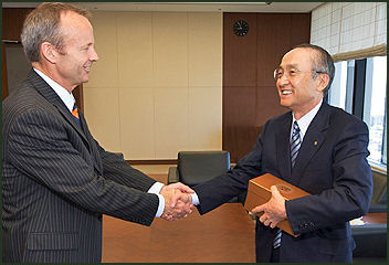 Japanese business customs and practices cards titles negotiations greets canadian prime minister reheart Choice Image
