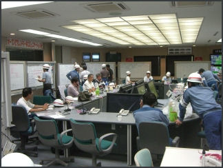 20110413-TEPCO  emerrgency response room an_004.jpg