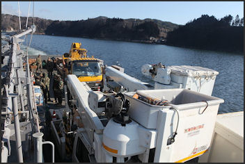 20110413-US Navy Bring in ElectricUtility vehie.JPG