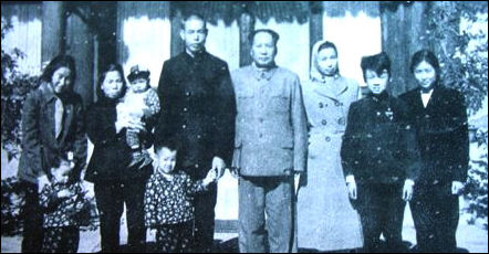 20111031-mao with family.jpg