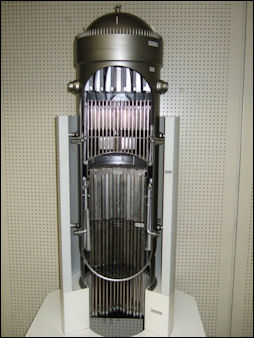 20111101-Tepco model or prssure reactor 110512_2.jpg