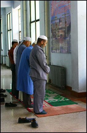 20111102-Wiki com  Hui Prayers Dongguanmosque.jpg