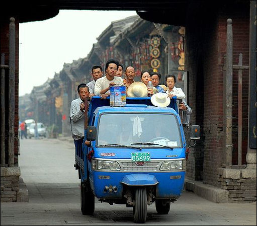 20111105-Wiki com ytansp Three_wheeler_in_Pingyao.jpg