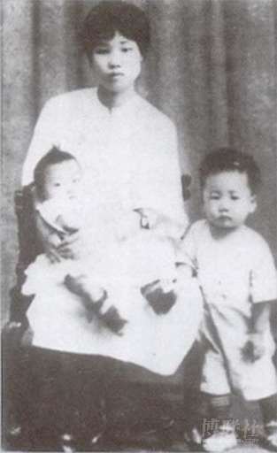 20111106-Mao and 1st wife Yao Ka in 1924.jpg
