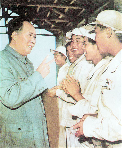 20111106-Wiki C -Mao_Zedong_with workers.jpg