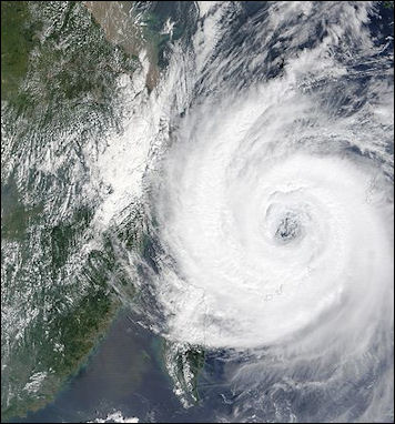 20111107-wiki C typhoon Typhoon_Sinlaku_06_sept_2002_0255.jpg
