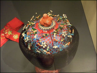 20111123-Wiki C WLA_vanda_Chinese_Wedding_Hat.jpg