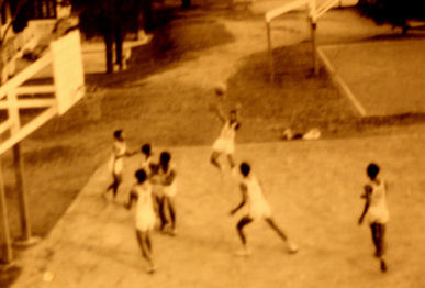 20111124-Wiki C schoolsStudents_playing_basket_ball.JPG