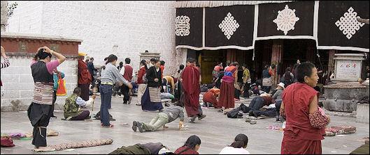 20111126-800px-IMG_1016_Lhasa_Barkhor.jpg