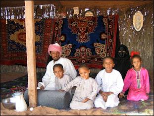 20120210-Bedouin_family-Wahiba_Sands.jpg