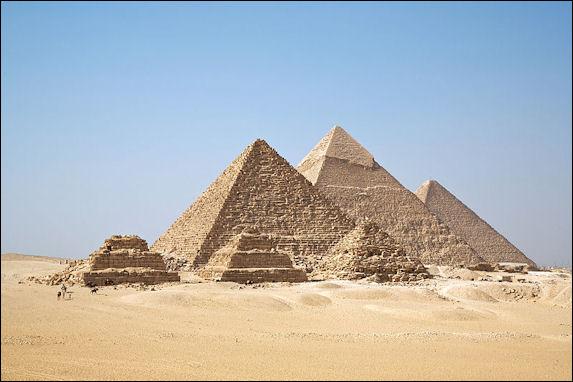 20120211-All_Gizah_Pyramids.jpg
