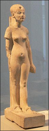 20120211-Nefertiti_Standing-striding_Berlin.jpg