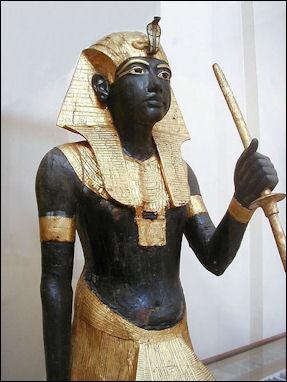 20120211-Tutanhkamun_tomb_statue_edit_1.jpg