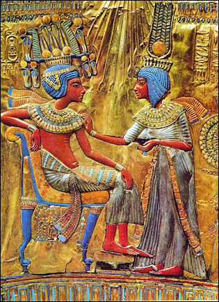 20120211-Tutankhamun_and_his_wife.jpg