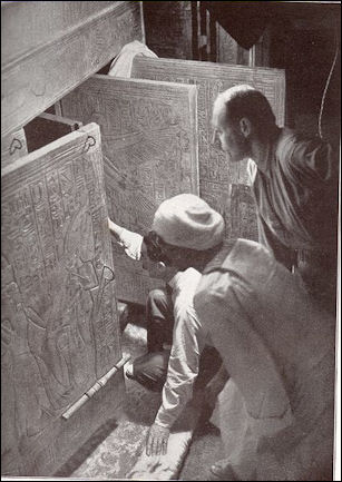 20120215-Tutankhamun Moment_Carter_Opens_the_Tomb.JPG