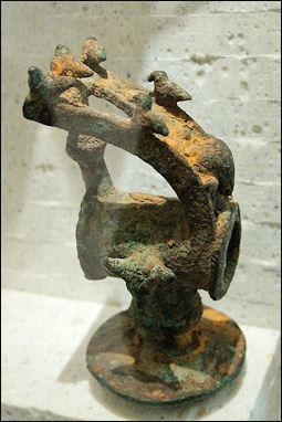 20120219-Sacrificial_hammer_Dodona_Louvre_Br1183_n2.jpg