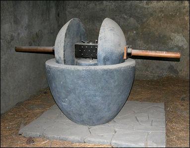 20120221-800px-Olive_Press_in_Pompeji.JPG