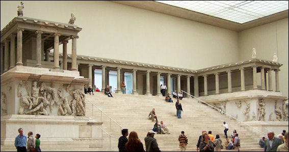 20120222-Pergamonmuseum_-_Altar_02.jpg