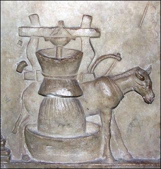 20120228-Holder_of_Publius_Nonius_Zethus_01_-_Vatican_museum.jpg