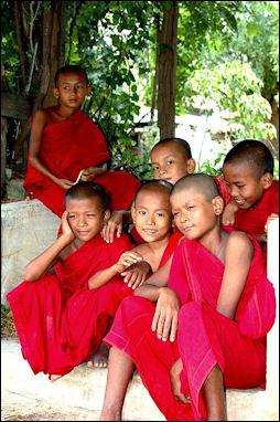 BUDDHISM, BUDDHIST SECTS, THERAVADA, MAHAYANA, TIBETAN ...