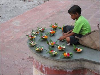 20120501-GangesA_boy_Rishikesh.jpg