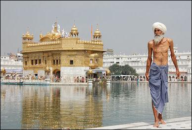 20120502-Sikh_pilgrim_at_the_Golden_Temple.jpg