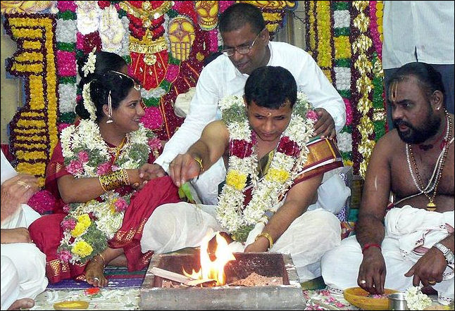 WEDDINGS IN INDIA SEVEN STEPS AROUND THE SACRED FIRE