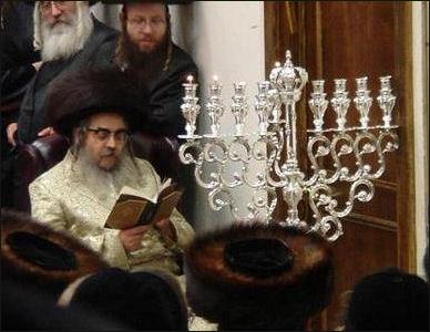 20120504-Grand_Rabbi_Aaron_Teitelbaumin_synagogue Hanoukka.jpg
