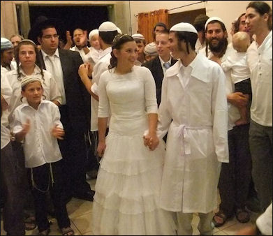 Jewish Marriage Weddings And Wedding Customs Facts And
