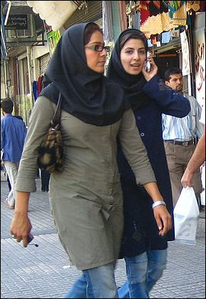 20120510-Iranian_women_walking_and_talking.jpg