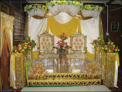 20120510-Malaysian_wedding_seats.jpg