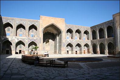 20120510-Samarkand_madrasa_Shir_Dar_courtyard.JPG