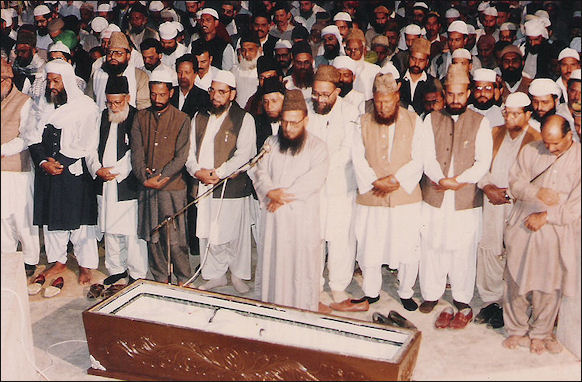 20120510-amaz_e_Janaza_Syed_Shujaat_Ali_Qadri.jpg
