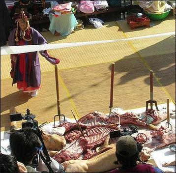 20120511-Korea-Mudang_perferming_gut-01.jpg