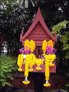 20120511-Thai Spirit House 450px-Jim_Thompson_House_spirit_house.JPG