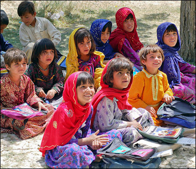 20120513-Schoolgirls_in_Bamozai.JPG