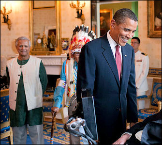 20120514-Barack_Obama_speaks_to_Stephen_Hawking.jpg