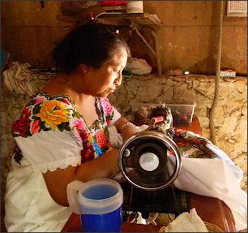 20120514-Mayan_women_Souvenir_makers.JPG