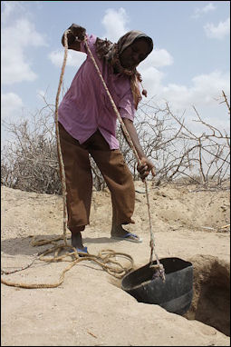20120514-aid Oxfam_East_Africa_-_Hussein_Hassan_helps_prepare_the_hole_for_a_latrine.jpg