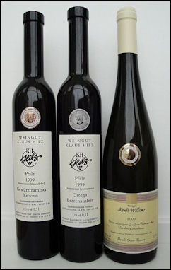 20120528-wine German_wine_bottles_with_KPM_medals.jpg