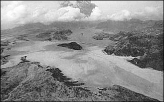 20120529-PinatuboRiver_valley_filled_in_by_pyroclastic_flows.jpg