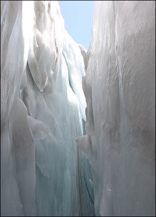 20120530-Crevasse_dans_le_glacier_du_Tour.jpg