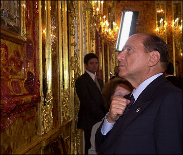 20120531-amber Silvio_Berlusconi_in_the_Amber_Room.jpg
