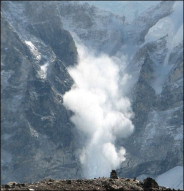 20120602-Avalanche_on_Everest.JPG