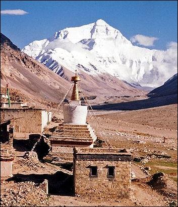 20120602-Everest_from_Rombok_GompaTibet.jpg