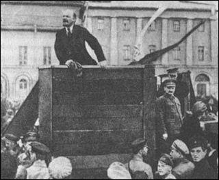 20120710-BolshevikLenin-Trotsky_Red_Square.jpg